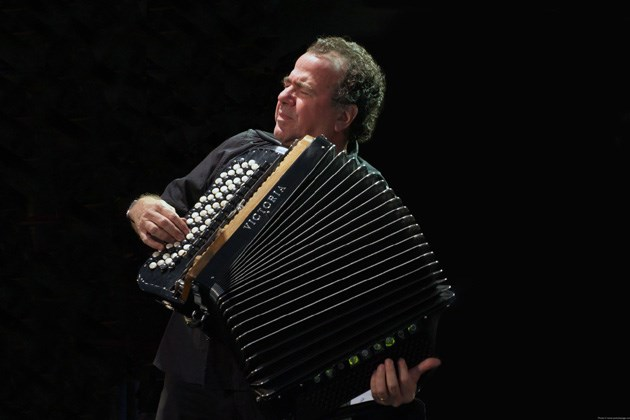 RICHARD GALLIANO ET LE CONCERTINO ACCORDEON ORCHESTRA MOLDAVE